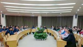 来自11个发展中国家的官员到鼎鑫水泥有限公司参观考察
